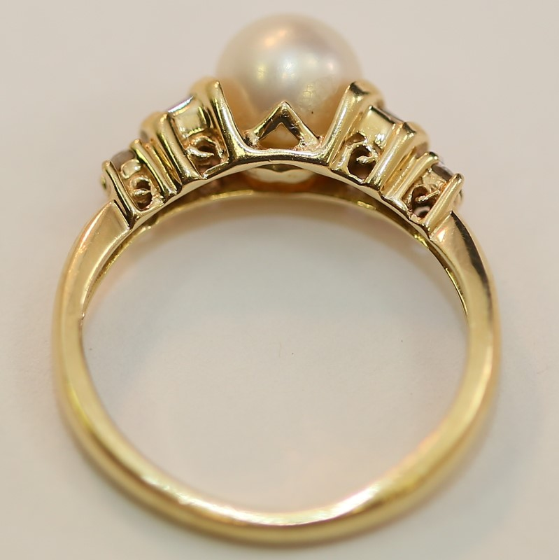 14K Yellow Gold Pearl and Baguette Cut Diamond Ring Size 5.25