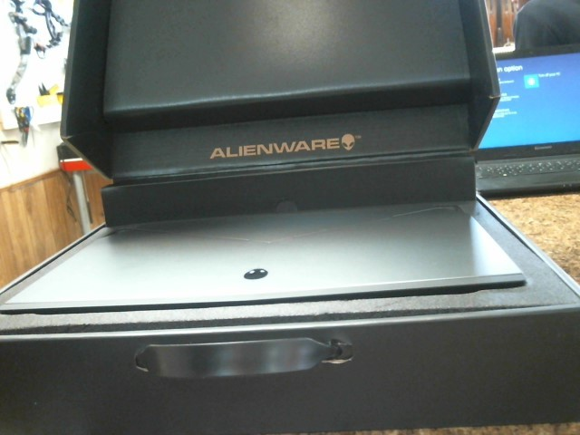 ALIENWARE PC Laptop/Netbook 15 R2