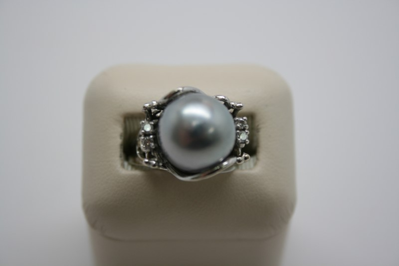 LADY'S DIAMOND & GRAY PEARL RING 14K WHITE GOLD