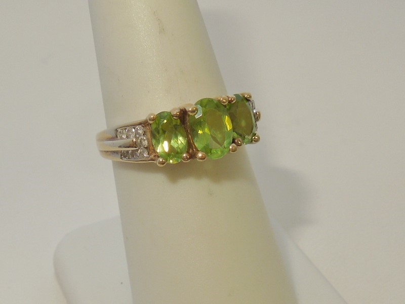 Synthetic Peridot Lady's Stone & Diamond Ring 14 Diamonds .28 Carat T.W.
