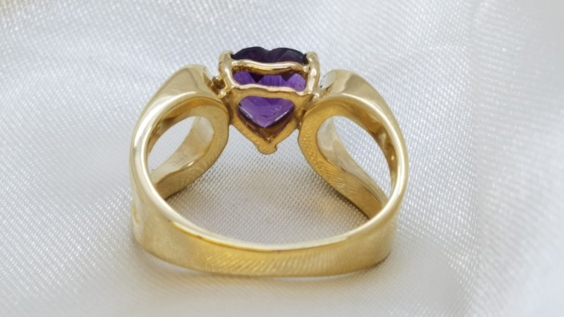 Amethyst Heart Lady's Ring 14K Yellow Gold 5.5g Size:6
