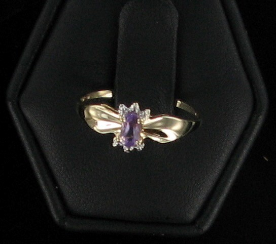 Purple Stone Lady's Stone Ring 10K Yellow Gold 0.9dwt