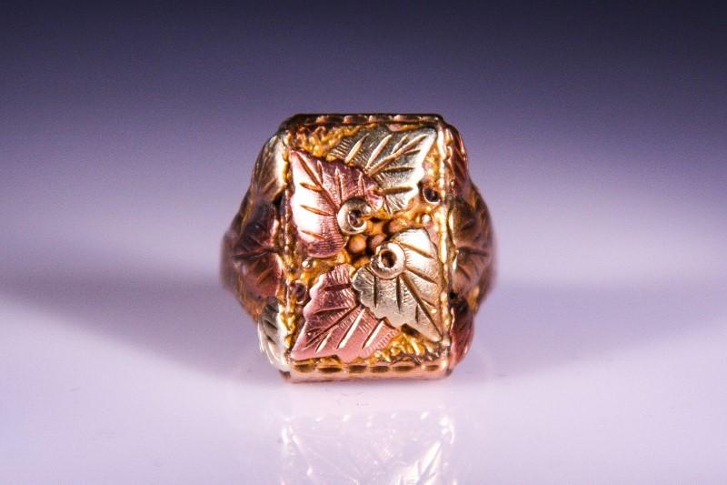 Gent's Gold Ring 14K Tri-color Gold 8.3g Size:8.5