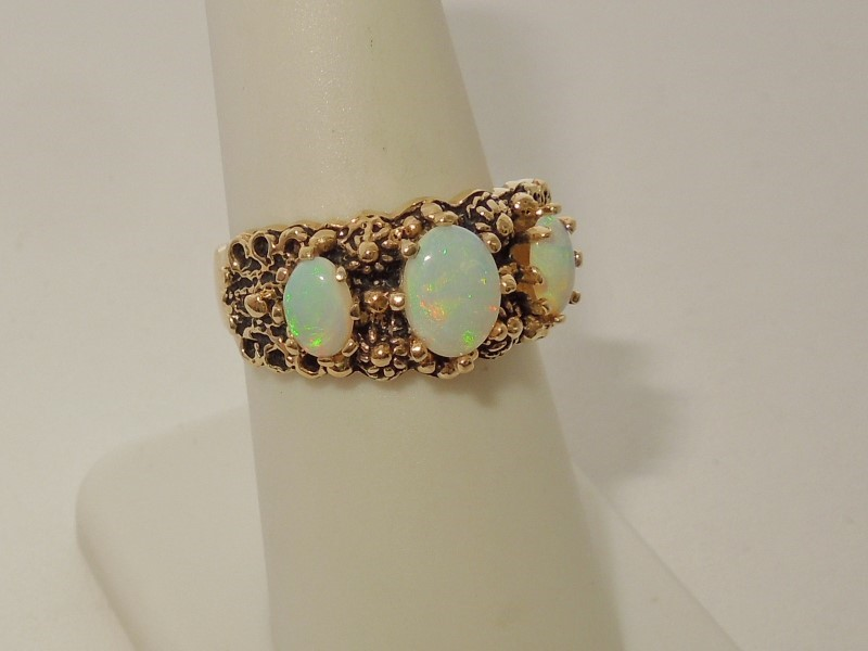Synthetic Opal Lady's Stone Ring 14K Yellow Gold 6.6g