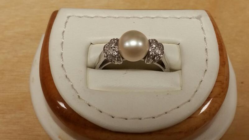 Synthetic Pearl Lady's Stone Ring 14K White Gold 2.5dwt