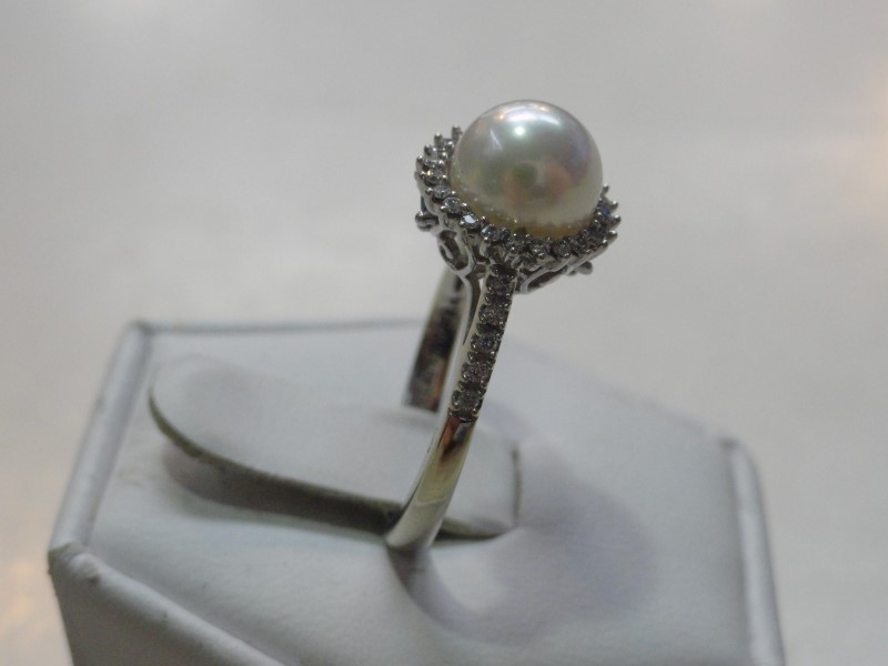 """Vera Wang """"Love"""" Collection 8MM Pearl 34-Round Diamonds 4.8 Grams Ladies Ring"""