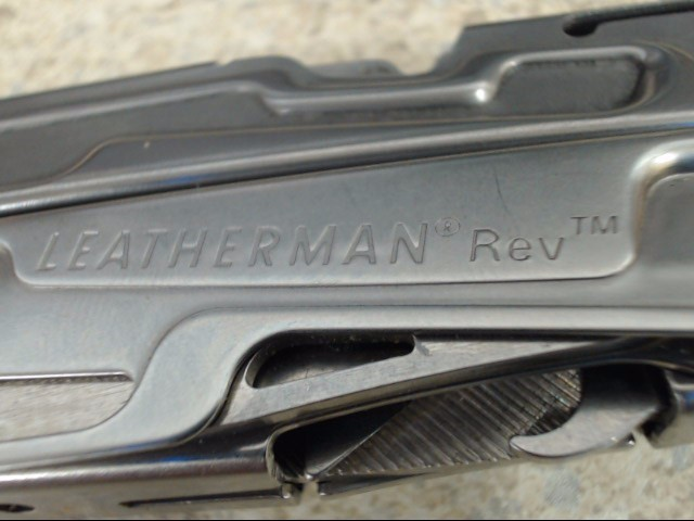 LEATHERMAN REV MULTI TOOL WITH POUCH