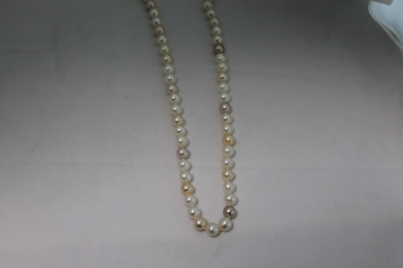 Tri Color Cultured Pearl White Gold Necklace