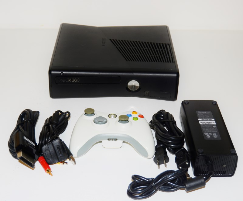 XBOX 360 4GB SLIM CONSOLE IN BLACK, MODEL#1439, GOOD CONDITION