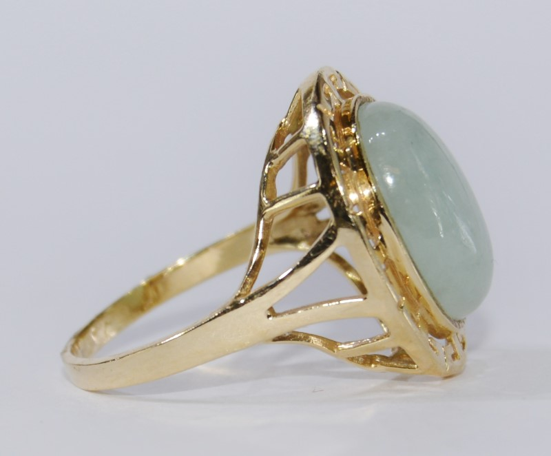 14k Yellow Gold and Oval-Cut Jade Ring, Size 7