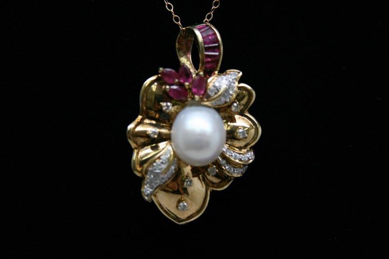 FASHION STYLE RUBY & DIAMOND BROOCH/PENDANT 18K YELLOW GOLD
