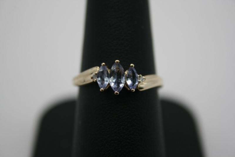 LADY'S FASHION TANZANITE RING 14K YELLOW GOLD