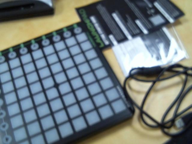 NOVATION Keyboards/MIDI Equipment LAUNCHPAD