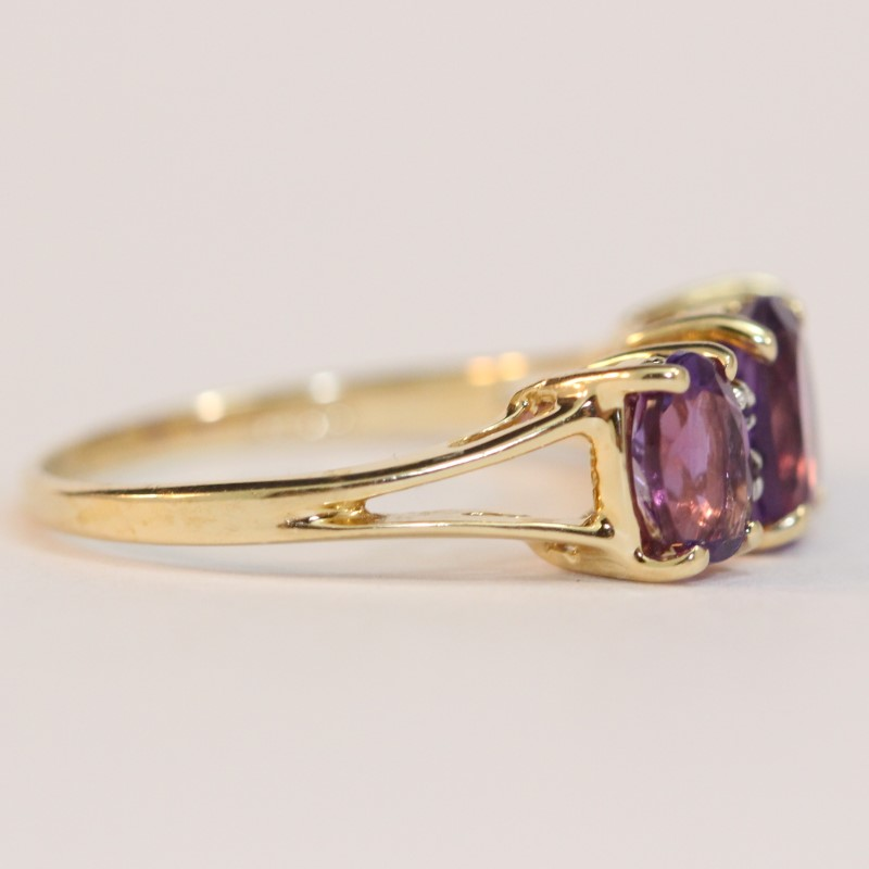 14K Yellow Gold Triple Amethyst Stone Ring Size 6.5