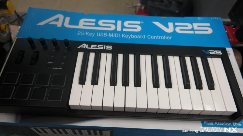 ALESIS Piano/Organ V25