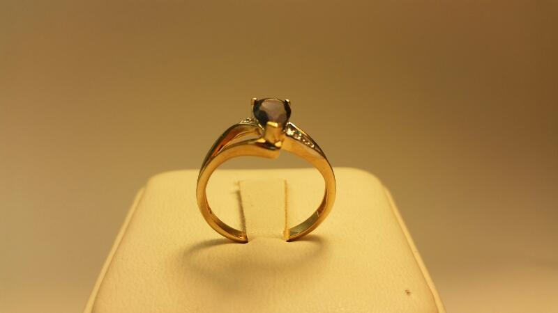 10k Pear Blue Stone Ring 1.3DWT Size: 7