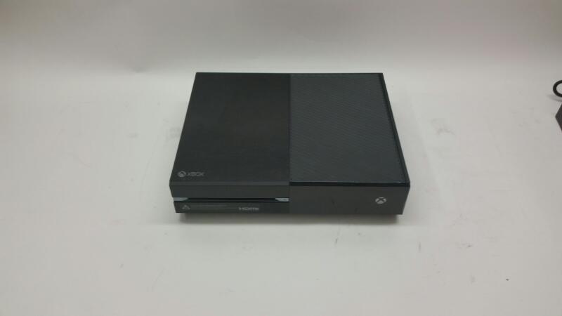 Microsoft Xbox One Model: 1540 500GB one Controller