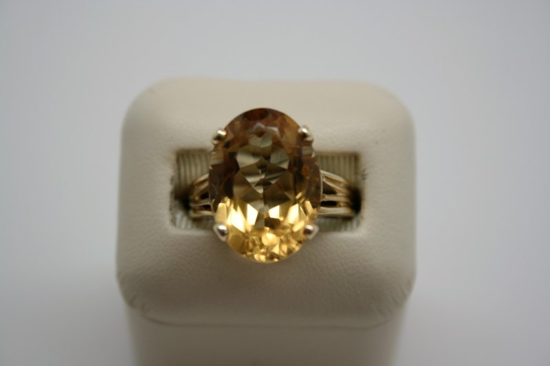 LADY'S LARGE OVAL SHAPE CITRINE 14K YELLOW GOLD