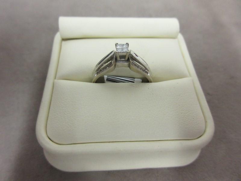 Lady's Diamond Cluster Ring 28 Diamonds 1.52 Carat T.W. 10K White Gold 2.9g