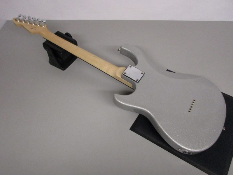 PEAVEY ROCKMASTER ELECTRIC GUITAR, SILVER SPARKLE FINISH.