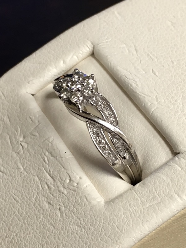 Lady's Gold Ring 10K White Gold 1.6dwt Size:6.5