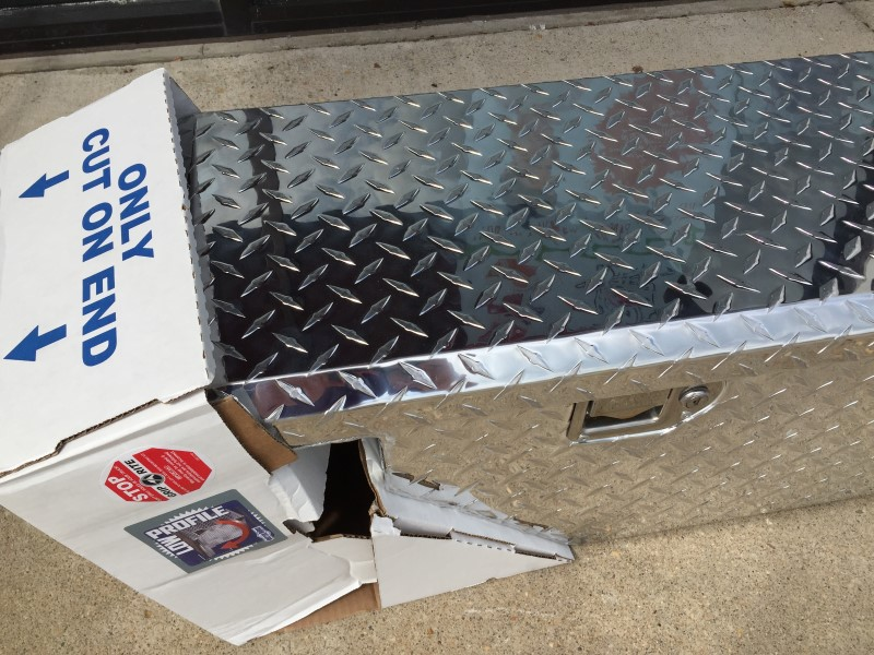 KOBALT TOOLS TRUCK BED TOOL BOX MODEL 73014036  ** MISSING KEYS **