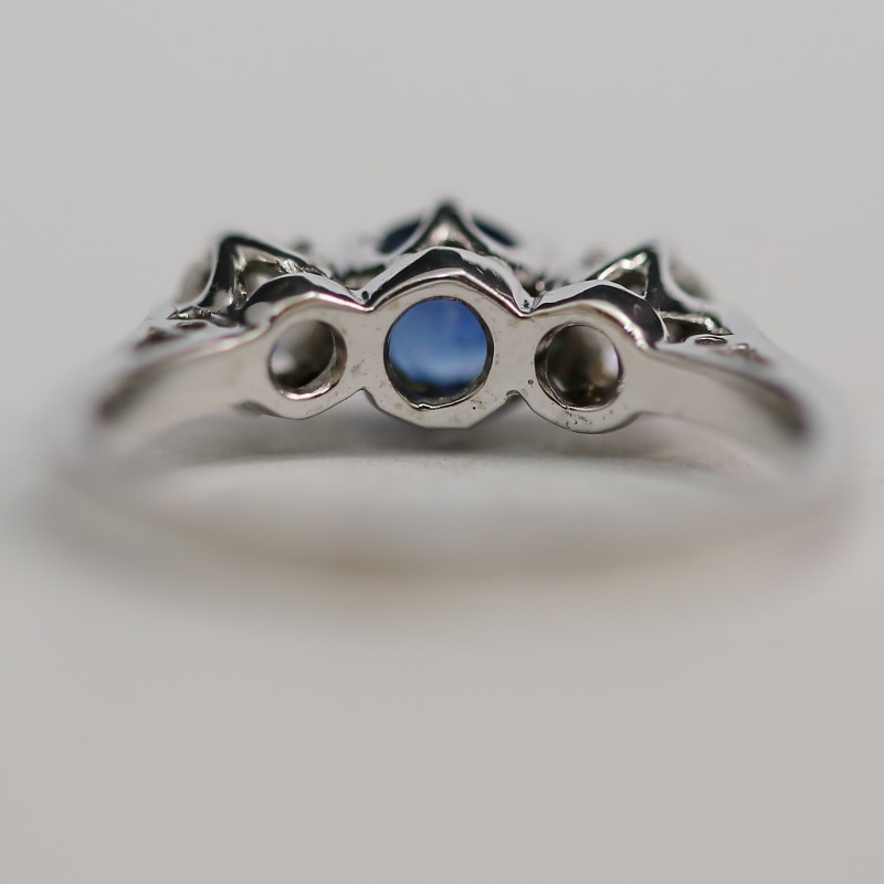 18K White Gold Sapphire and Diamond Ring Size 6.5