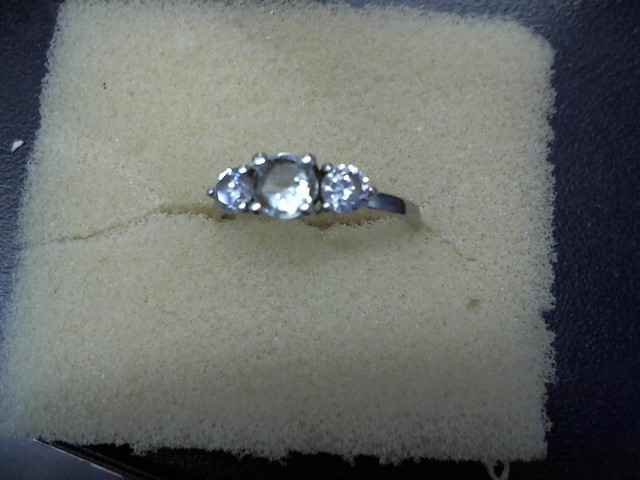 Lady's Gold Ring 10K White Gold 1.5g