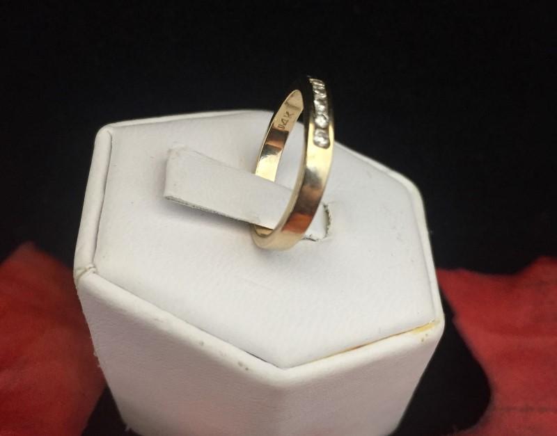 Beautiful Ladies Five Diamond 14 Karat Yellow Gold Ring (Size 4.75) 2.46 Grams