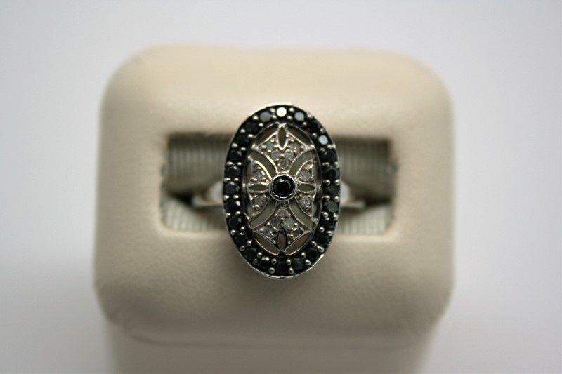BLACK & WHITE DIAMOND RING 10K WHITE GOLD