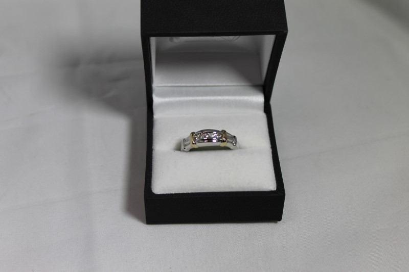 GENT'S 14K TWO TONE 1/5CTTW 5-RD DIAMOND RING 5.7G
