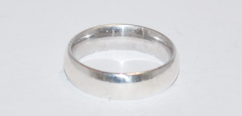 LADY'S SILVER WEDDING BAND. 925 SILVER 4.58g Size:5.5