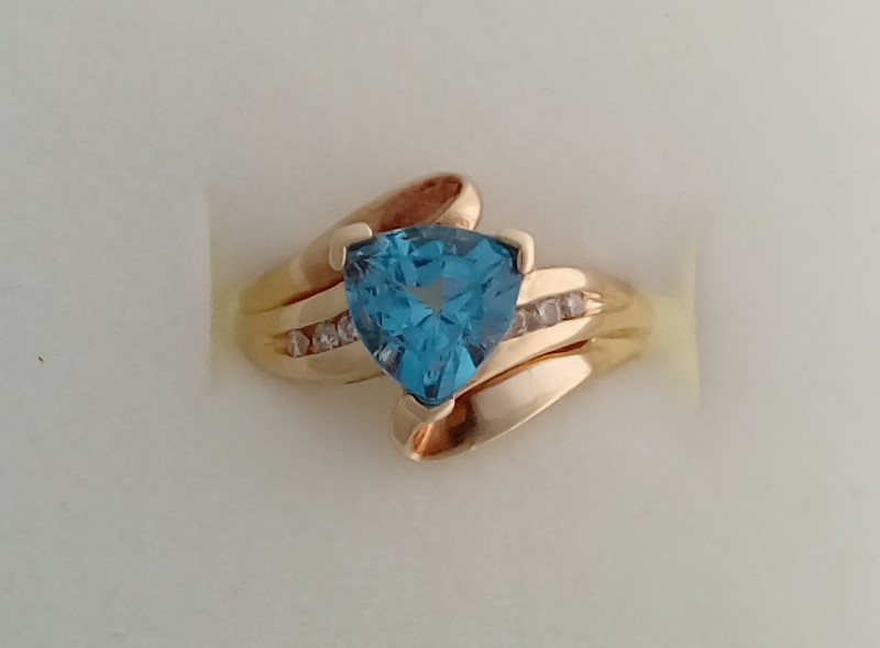 BLUE TOPAZ & DIAMOND 10KT YELLOW GOLD RING SIZE 4