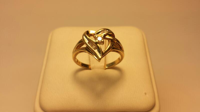 10k Heart Ring with 9 Dia .16CTW - 2DWT - Size 7