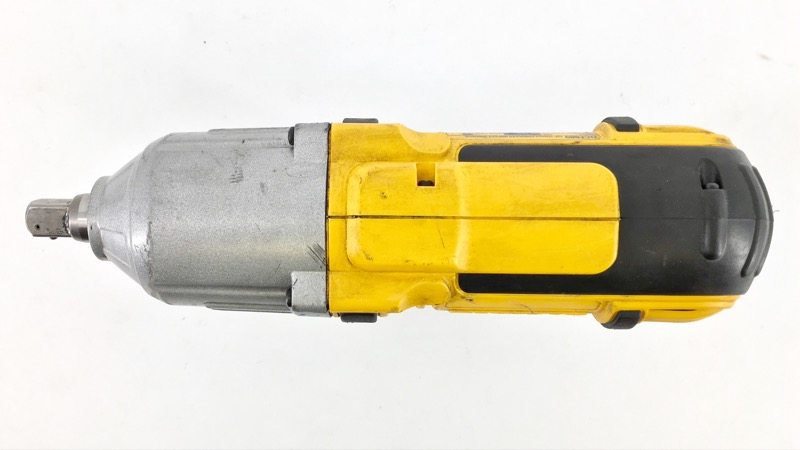 "DEWALT DCF889 20V 1/2"" CORDLESS IMPACT WRENCH BUNDLE"