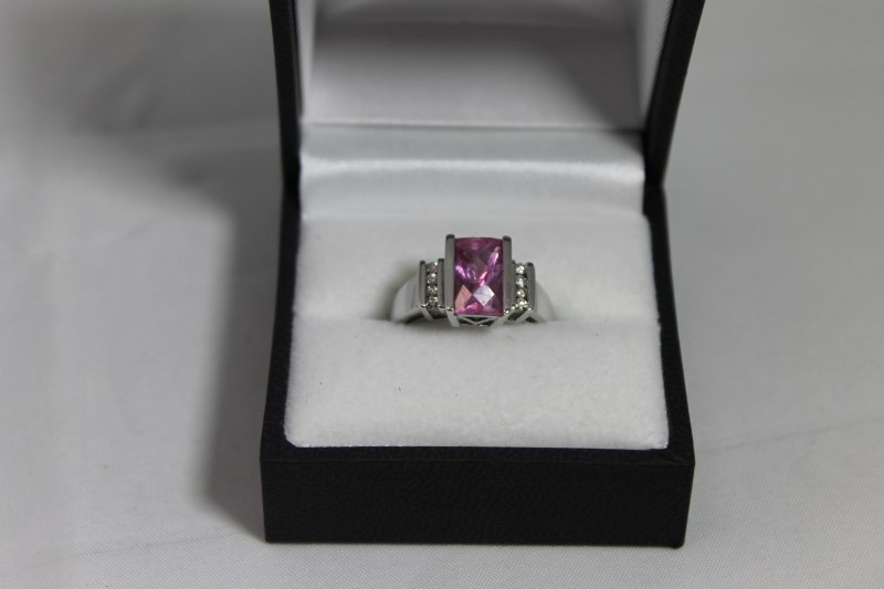 lady's 10k wht gold pink sapphire-round diamond ring