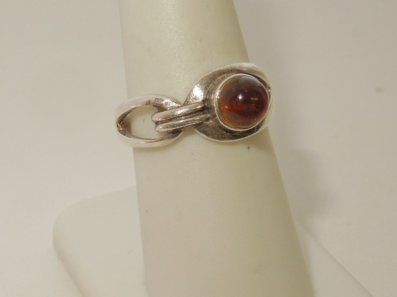 Synthetic Almandite Garnet Lady's Silver & Stone Ring 925 Silver 3.7g