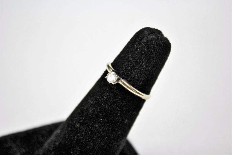 Lady's Diamond Solitaire Ring .16 CT. 14K White Gold 1.8g Size:7