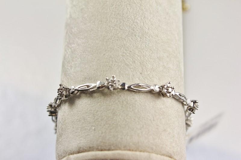 Gold-Diamond Bracelet 77 Diamonds 0.77 Carat T.W. 10K White Gold 4.3g