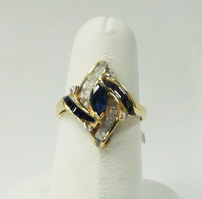 Synthetic Sapphire Lady's Stone Ring 14K Yellow Gold 1.99dwt