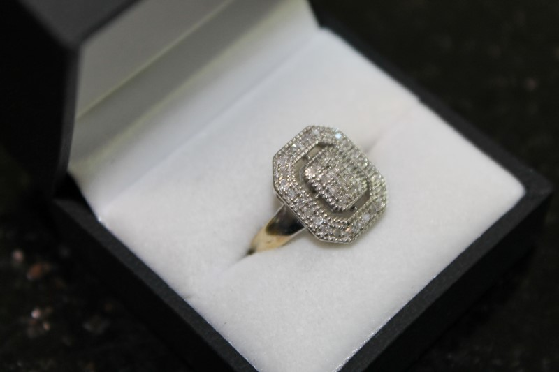 Brilliant Round Cut Diamond Cluster 10K Yellow Gold Ring YG