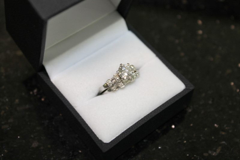 Lady's 14k white gold 1.13ct round diamond/with baguette and round wed set