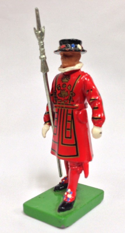 """W BRITAIN BEEFEATER1990 2 3/4"""" TALL METAL"""