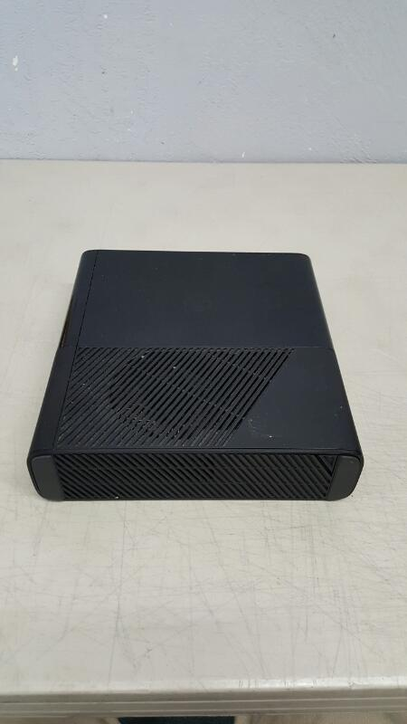 Microsoft Xbox 360 Black E Console 4GB (Model 1538, 2013)