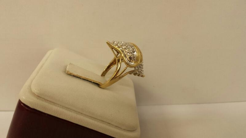 10k Yellow Gold Ring with 41 Diamonds at .41ctw  - 2.6dwt - Szie 5