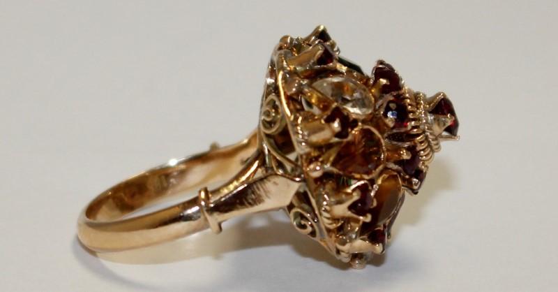 Almandite Garnet Lady's Stone Ring 18K Yellow Gold 7.68g
