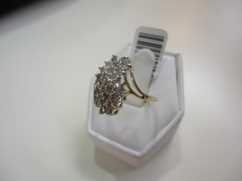 Lady's Diamond Cluster Ring 25 Diamonds Approx 1.25 C.T.W. 10K Yellow Gold 4g