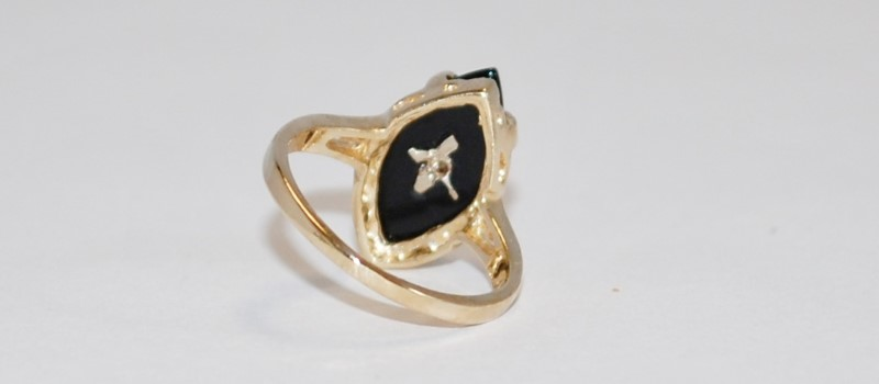 LADY'S ONYX RING SIZE 4 1/4 10K YELLOW GOLD 2.56g