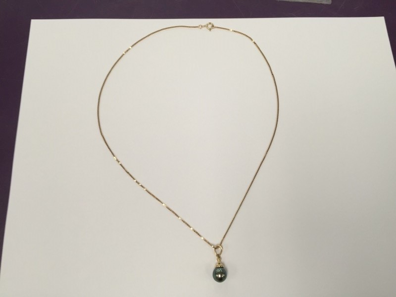 "20"" black Pearl Stone Necklace 14K Yellow Gold 4.4g"