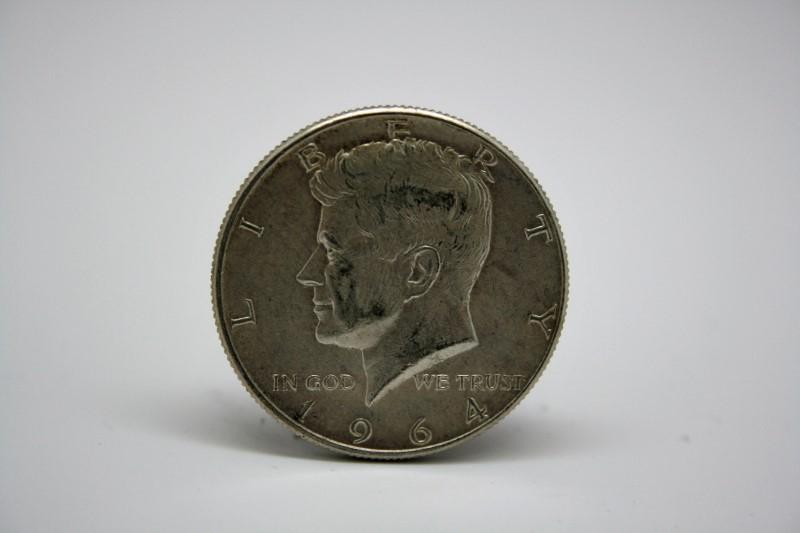 UNITED STATES 1964 KENNEDY HALF DOLLAR COIN